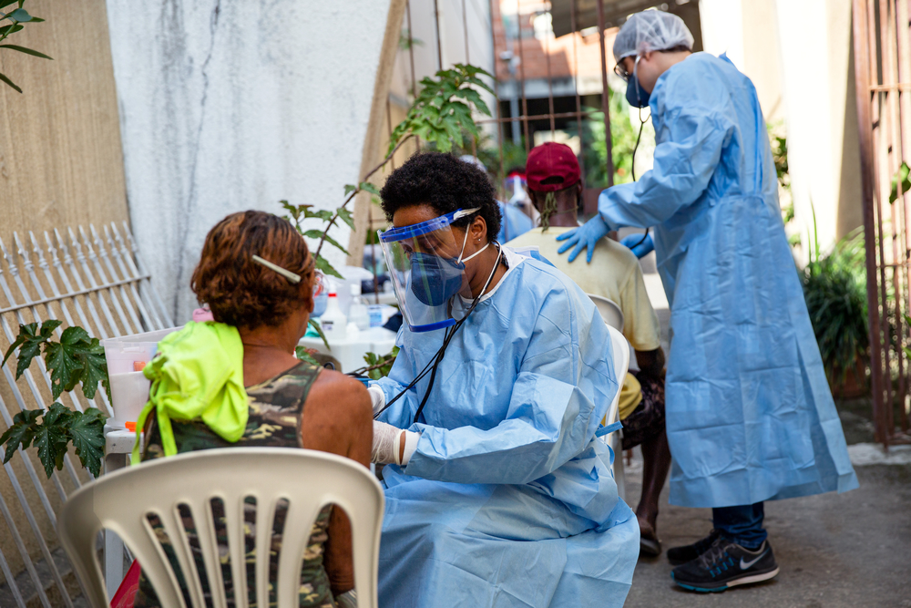 MSF helps vulnerable people in Rio de Janeiro to stop covid-19 in Brazil.