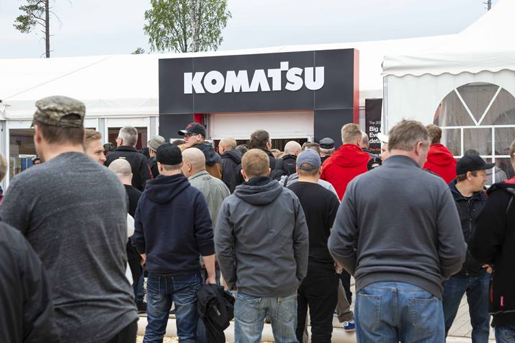 Full house at the Komatsu Forest stand